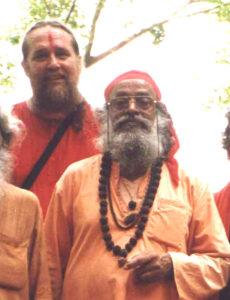 06-swami-rudranath-maharaj-in-foreground-w-swami-ayyappa-in-background